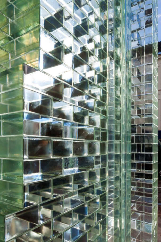 crystal-houses-chanel-store-amsterdam-glass-bricks-mvrdv_dezeen_936_3