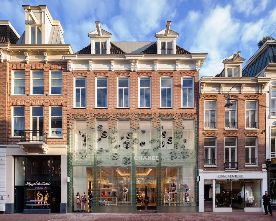 crystal-houses-chanel-store-amsterdam-glass-bricks-mvrdv_dezeen_936_7