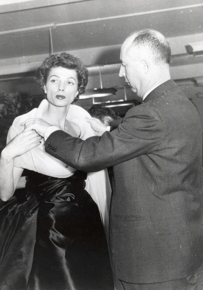 Christian Dior and fashion mannequin c. 1950. Dior Heritage collection, Paris © Christian Dior