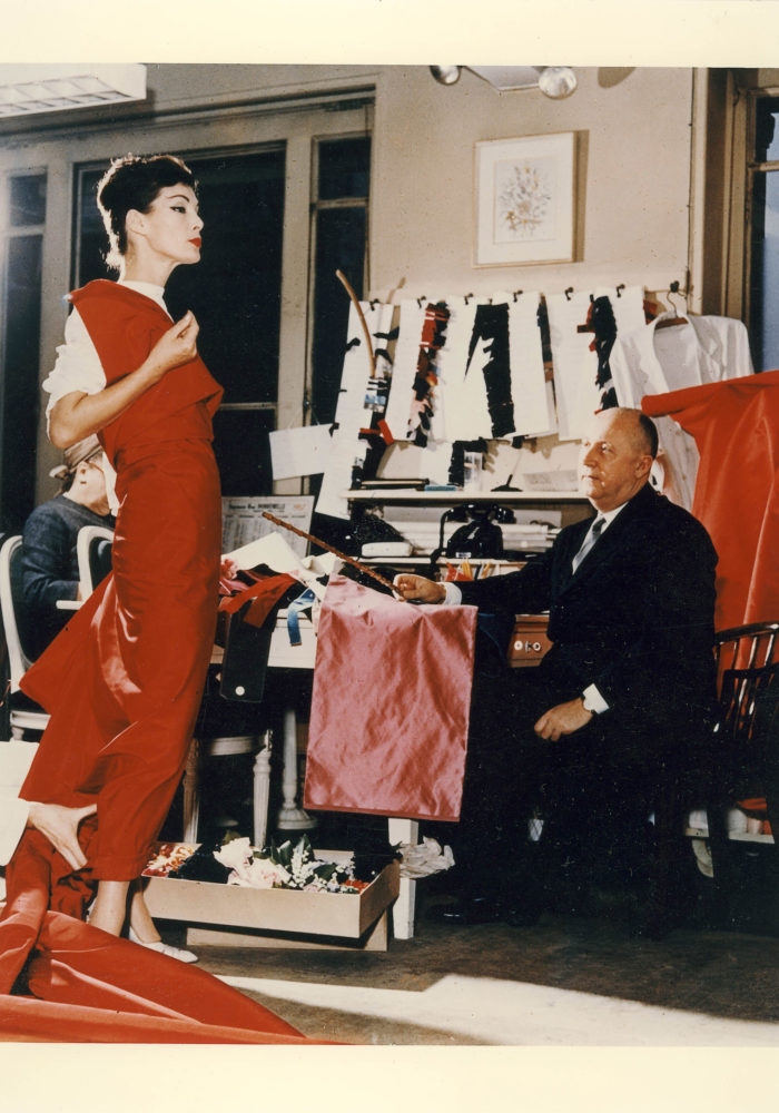 Christian Dior and fashion model Lucky c. 1956. Dior Heritage collection, Paris © Christian Dior / Photo: Bellini