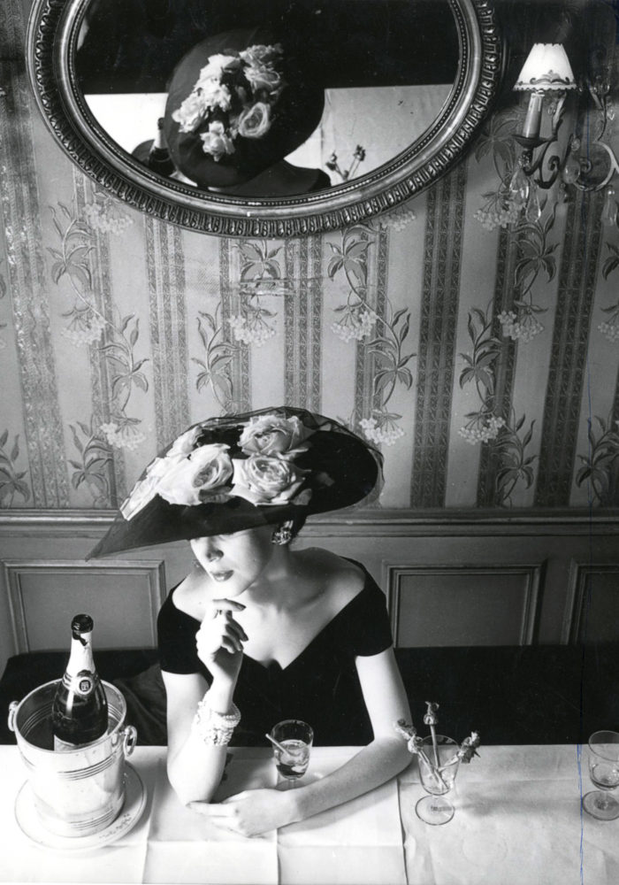 Christian Dior hat, spring−summer 1956 haute couture collection, Fleche line Dior Heritage collection, Paris © Henry Clarke, Musée Galliera. ADAGP, Paris. Licensed by Viscopy, Sydney
